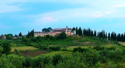 Castello del Nero Hotel & Spa Santuario del lusso e del benessere nel cuore del Chianti.