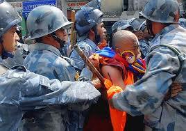 Tibet, polizia attacca il monastero