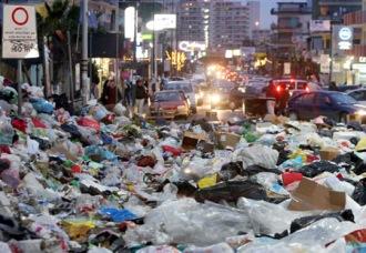 Napoli muore nei rifiuti, dilaga rischio epidemie
