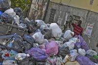 I rifiuti sbarcano a Roma davanti alla Camera