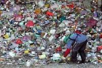 Napoli, aumentano i rifiuti per le strade della città