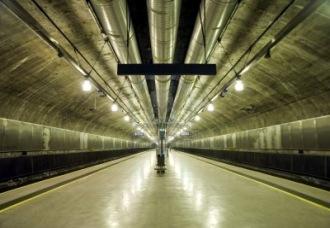 7416294-stazione-della-metropolitana-nella-metropolitana-di-oslo-norvegia