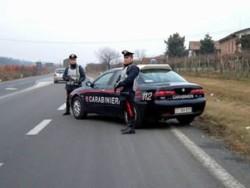 Salerno, due fratelli forzano posto di blocco e sparano