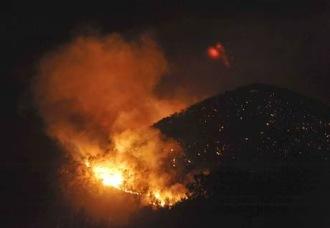 Violento incendio ad Ibiza, evacuate 1200 persone