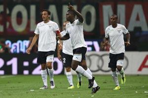 La Lazio fa 2-2 col Milan in una serata da fuochi d'artificio