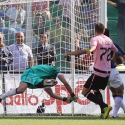 Crolla l'Inter sotto i colpi di un bellissimo Palermo, volano Juventus e Napoli