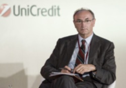 Unicredit, rinvio del piano ipotesi remota