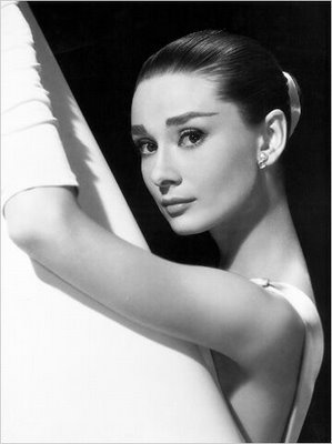 """Audrey, """"maestra"""" di eleganza"""