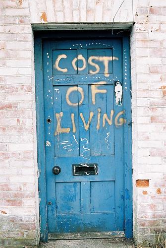 Stipendi & costo della vita: il piatto piange