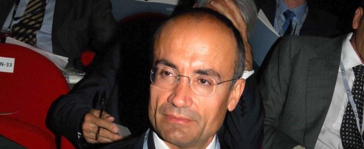 Hollande: tagli del 50% alle Forze Armate entro il 2020