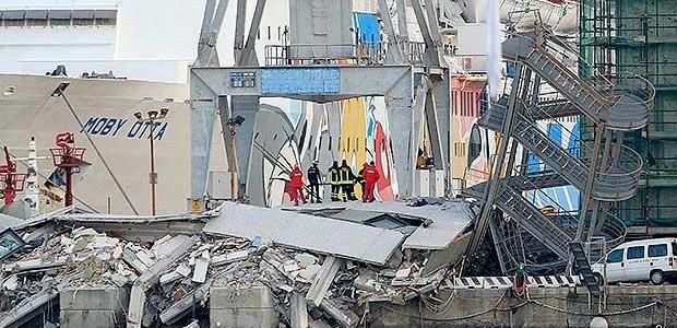 Genova: nave sbaglia manovra e abbatte torre del porto. 7 morti, si cercano i dispersi