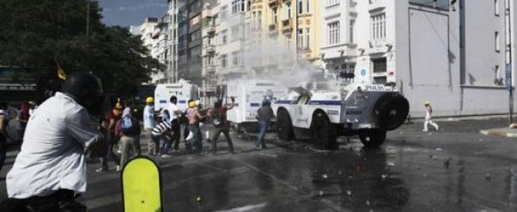 Turchia in fiamme, scontri tra manifestanti e polizia