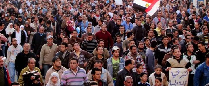 Al Cairo i militari fanno strage di manifestanti