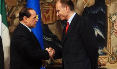 Alla fine Berlusconi decide di sostenere ancora il governo