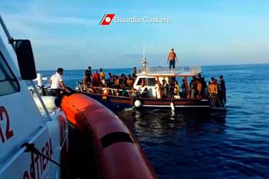 Lampedusa, affonda un altro barcone di immigrati: 50 morti