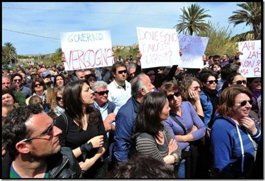 Letta e Barroso contestati a Lampedusa
