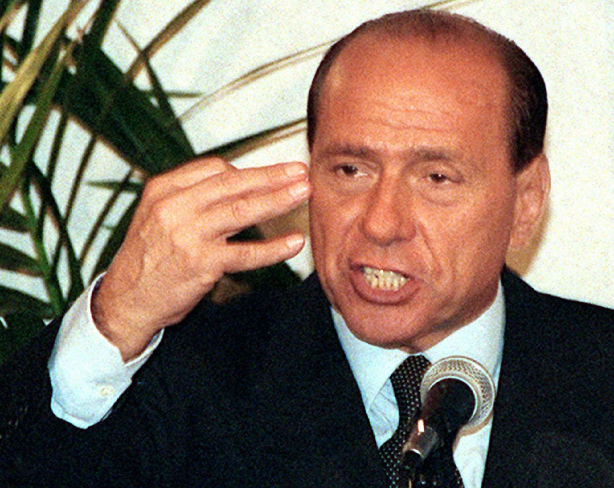 Berlusconi: distanze umane, non sui programmi. Ritorna Forza Italia