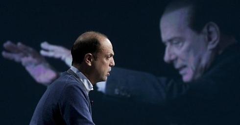 Alfano e Berlusconi, balletto mortale intorno al Pdl