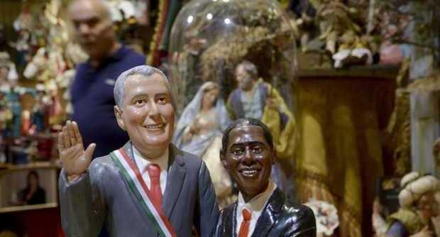 Napoli, Bill De Blasio entra tra i pastori del presepe