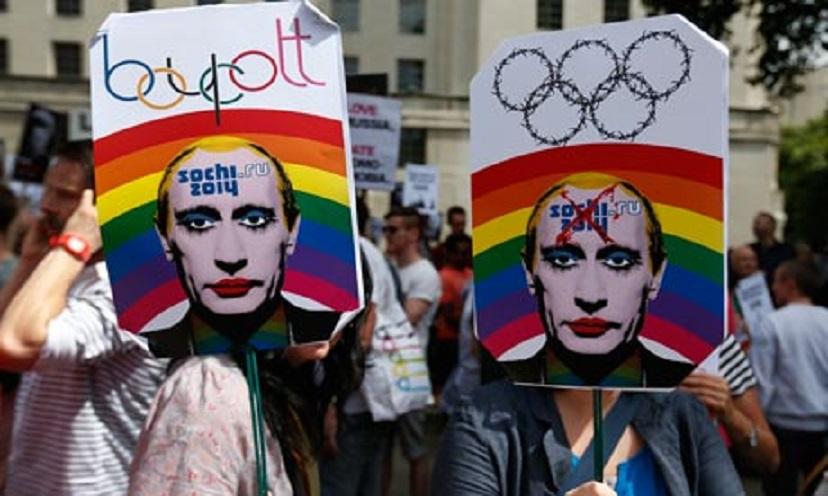 Russia, prima multa da 90 euro per propaganda gay