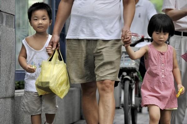 La Cina dice stop al figlio unico e ai campi di lavoro