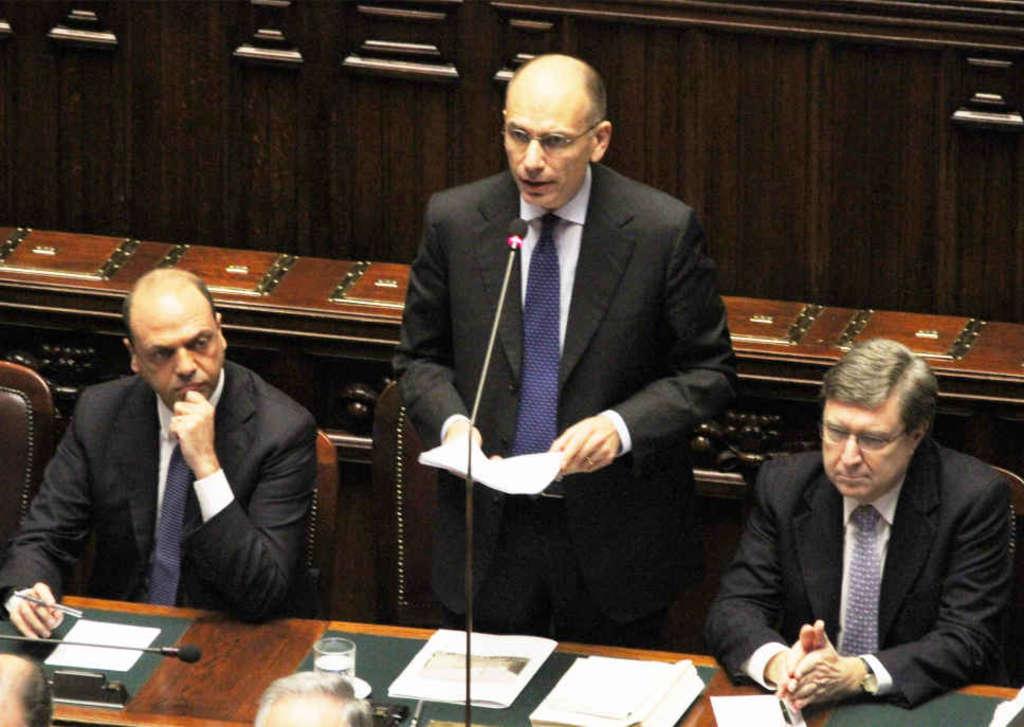 Il governo ottiene la fiducia, Letta litiga con M5s