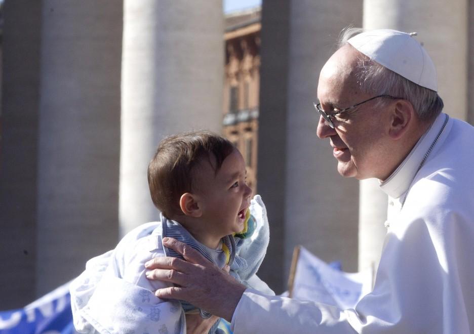Papa Francesco in difesa dei bambini abusati