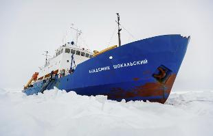 Antartide, soccorritori raggiungono nave bloccata dai ghiacci