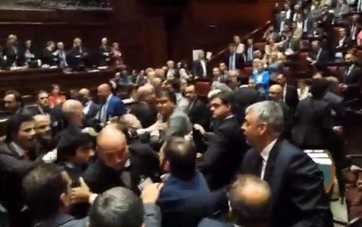 Dl Imu è legge. Bagarre in Aula alla Camera dei Deputati