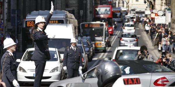 Smog, Roma ferma le auto il 15 gennaio