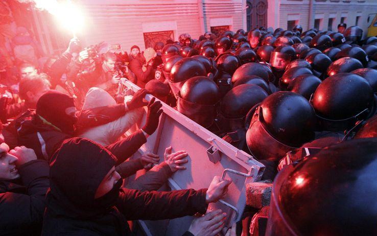 Kiev brucia: 25 morti. Duma russa punta dito contro Occidente