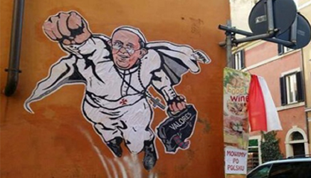 Papa Francesco 'Superman' in un murales vicino al Vaticano