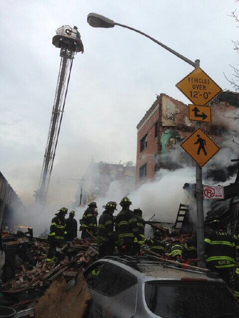 Esplosione a New York, crollano due palazzine