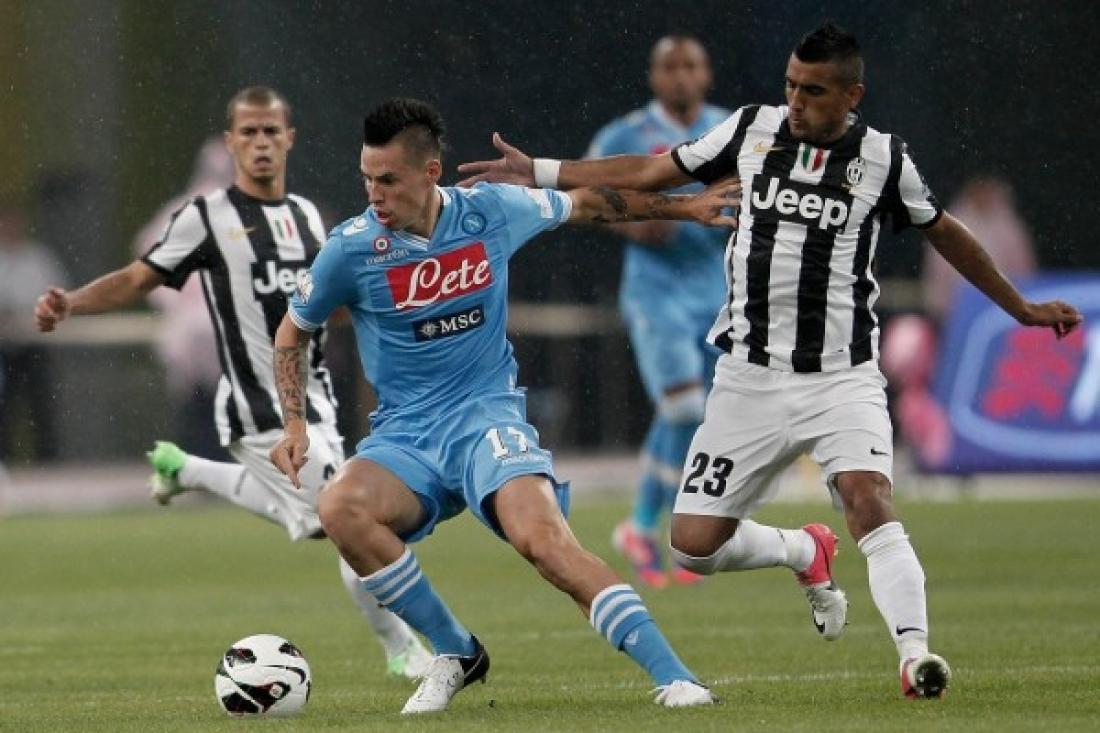 Calcio, il Napoli ferma la corsa della Juventus