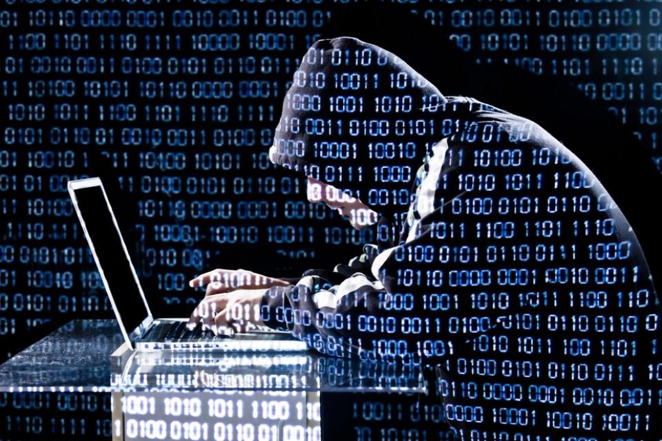 Maxifalla sul web: a rischio password e carte di credito