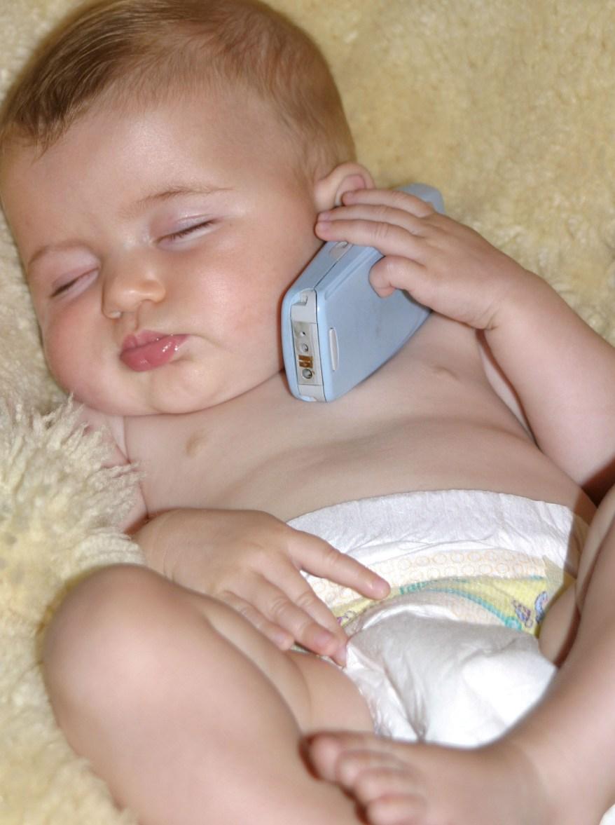 Cellulari, stop ai bambini under 10 anni