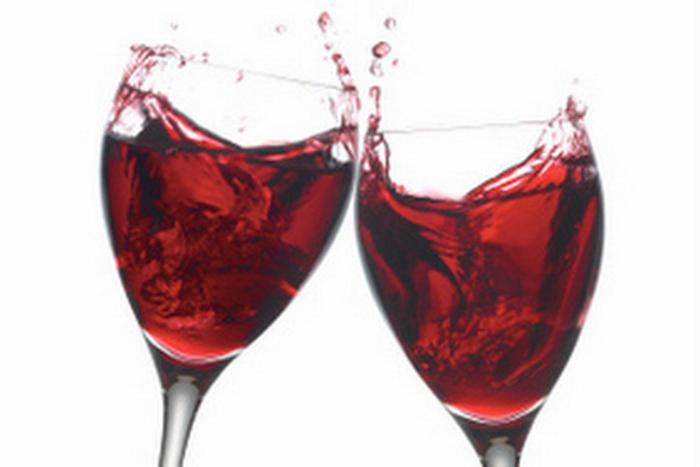 In alto i calici di vino: in affari meglio di una stretta di mano
