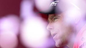Cadel Evans vede allontansarsi il Giro