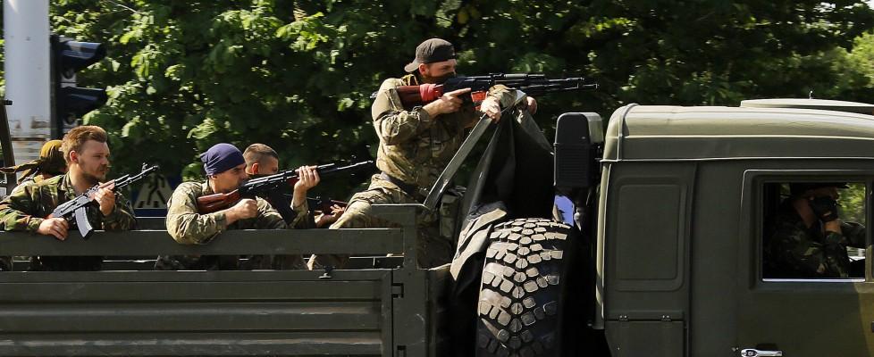 Cresce la tensione in Ucraina, 30 morti, Poroshenko apre al dialogo