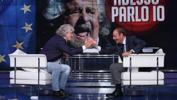 stretta di mano tra Grillo e Vespa