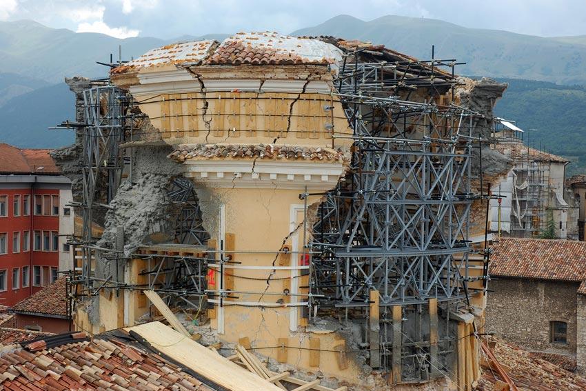 Tangenti per la ricostruzione: cinque arresti a L'Aquila