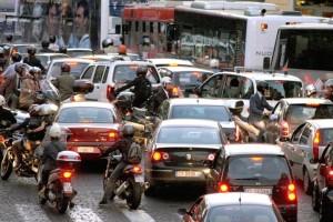 Un'immagine del traffico a Roma