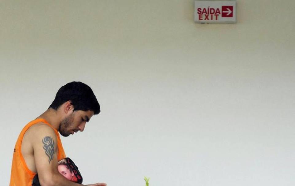 Stangata record per Suarez: 9 partite e 4 mesi di squalifica