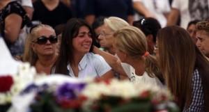 Simona, la fidanzata di Ciro, riceve conforto da Antonella Leard