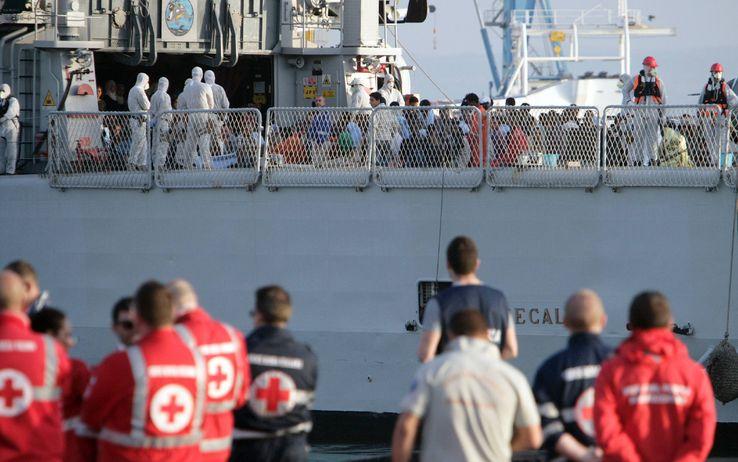 Ennesima tragedia dell'immigrazione: 30 morti su un barcone