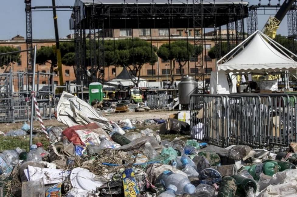 Il dopo Rolling Stones: per Roma solo grane, sporcizia e caos
