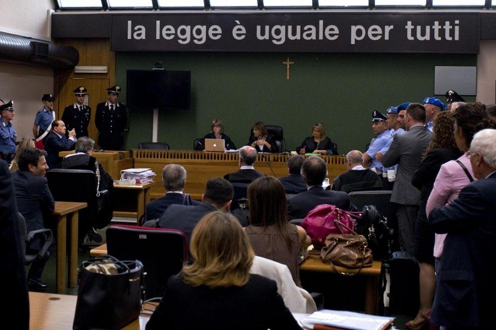 Berlusconi: oltraggio ai Pm. Servizi sociali a rischio