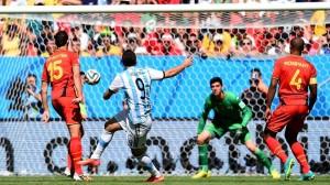 """Il """"pipita"""" Higuaìn ha appena calciato il destro dell'1-0"""