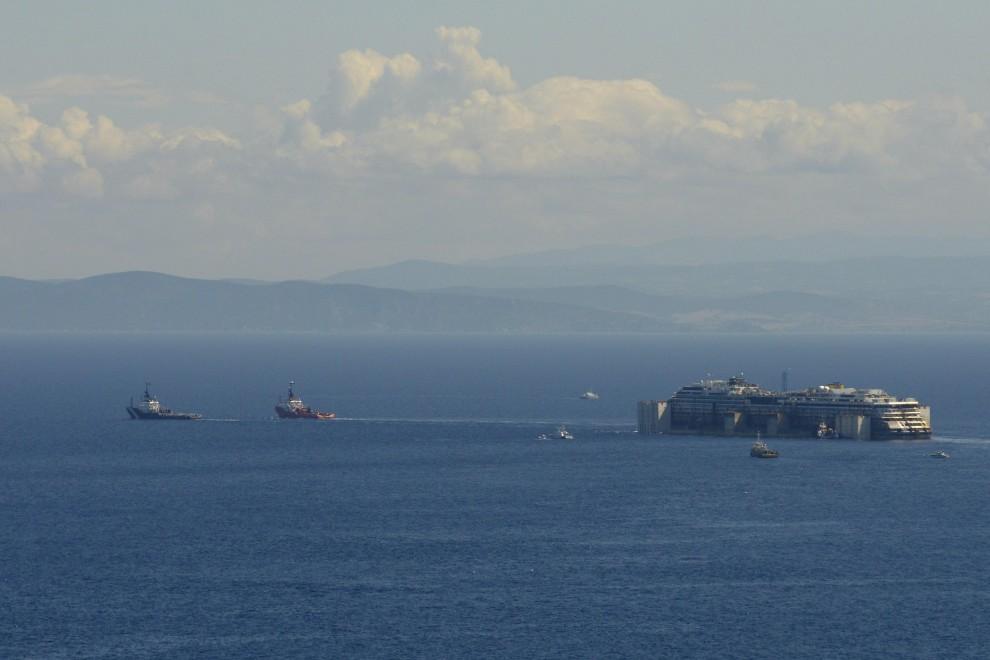 Concordia: è iniziato l'ultimo viaggio alla volta di Genova