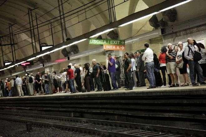 Metro, dopo un giorno di delirio Roma torna alla normalità